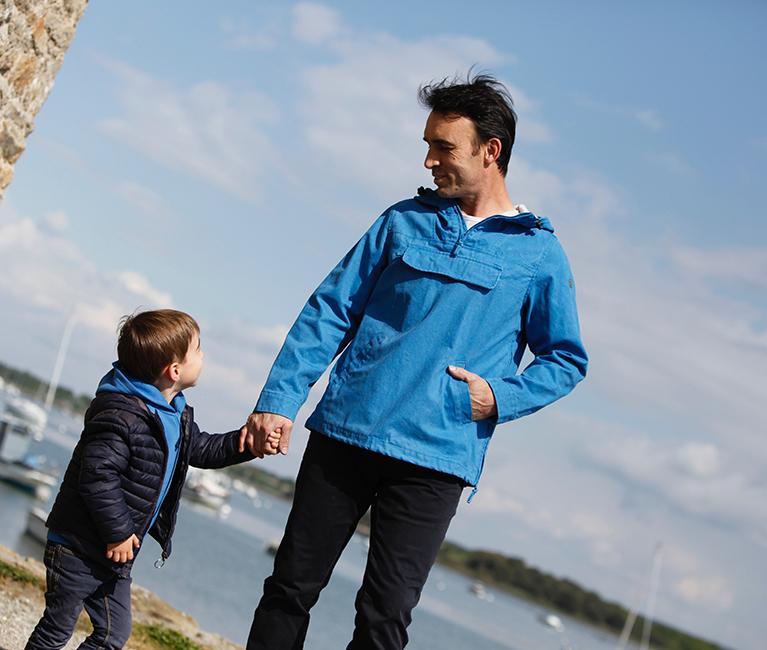 vareuse bleu pour homme et pantalon style jean